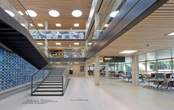 Interieur erasmus universiteit bib rotterdam. fotograaf roos aldershoff 6 560x356