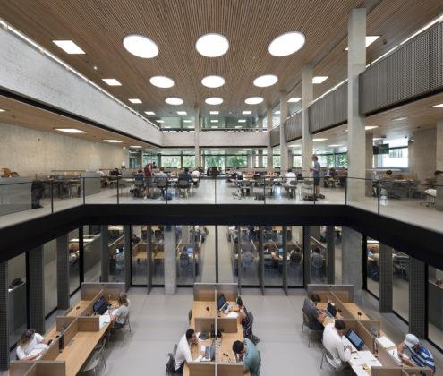 Interieur erasmus universiteit bib rotterdam. fotograaf roos aldershoff 7 495x420