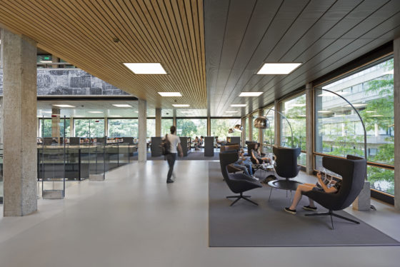 Interieur erasmus universiteit bib rotterdam. fotograaf roos aldershoff 8 560x374