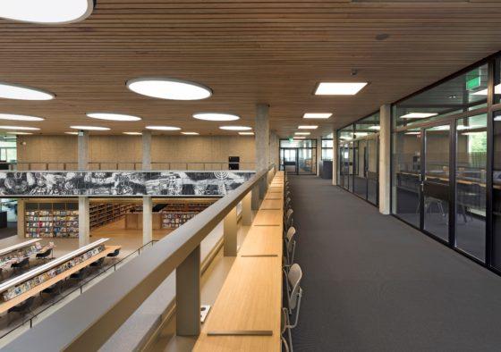 Interieur erasmus universiteit bib rotterdam. fotograaf roos aldershoff 9 560x394