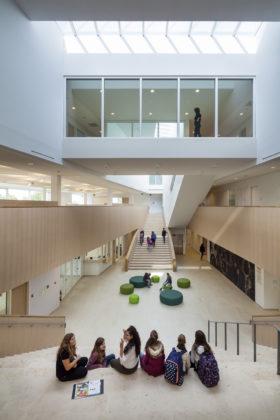 02 bekkering adams architects schoolcampus peer scagliolabrakkee centrale hal agnetencollege 280x420