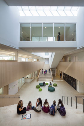 02 bekkering adams architects schoolcampus peer scagliolabrakkee centrale hal agnetencollege 280x420