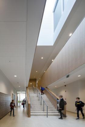 06 bekkering adams architects schoolcampus peer scagliolabrakkee hoofdtrap onderbouw agnetencollege 280x420
