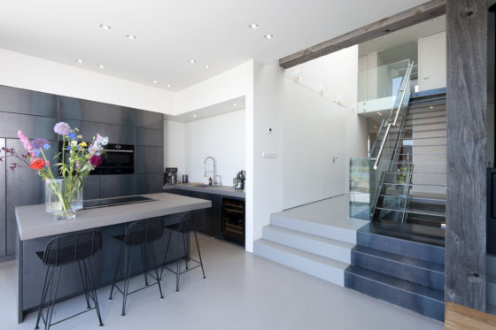 06 kitchen and stairs marc architects 560x373