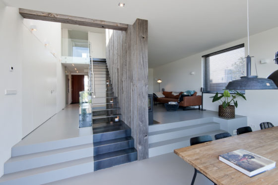 08 living and stairs on elevated floors marc architects 560x373