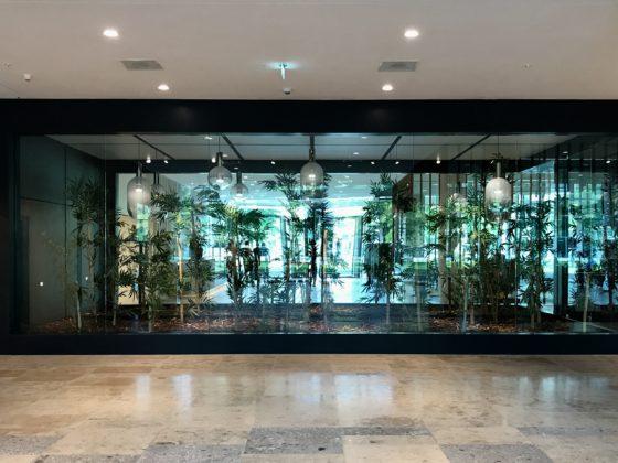 10.bamboe tuin waarin door spiegels buiten naar binnen gehaald wordt 560x420