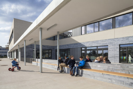 12 bekkering adams architects schoolcampus peer scagliolabrakkee pergola basisschool de magneet 560x373
