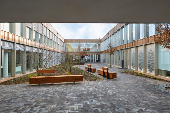 Agio patio tussen kantoor en productie bo2 architectuur en stedenbouw 560x373
