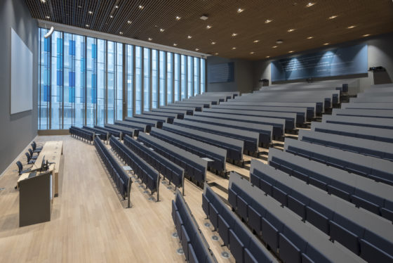 Campus den haag universiteit leiden ontwerp slt mmv left auditorium foto peter de ruig 5559 560x374