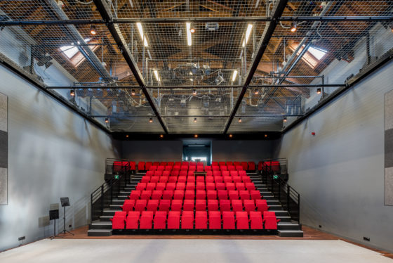 Nexit theater aan de rijn bovenzaal 560x374