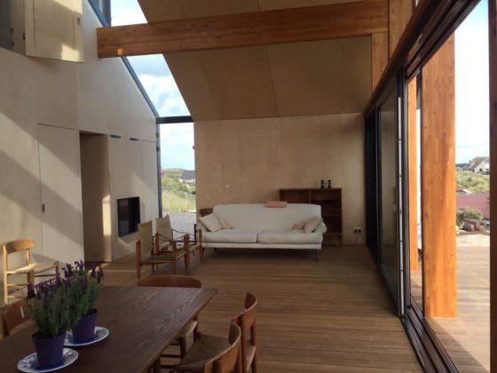 Interieur met meubelwand en lichtstraat 560x420
