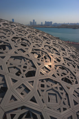 Louvre abu dhabi dome view %c2%a9 abu dhabi tourism culture authority architect ateliers jean nouvel 280x420