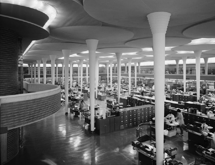 Frank Loydd Wright, meester in biophilic architectuur: Johnson Wax Building: hoogte en ruimte maar toch beschutting, boomsuggestie, daglicht, georganiseerde chaos