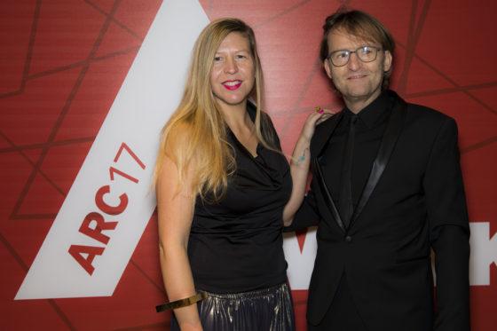 Anne van der Zwaag (jury ARC17 Innovatie Award) en Maurice Mentjens. Foto: Elvins Fotografie