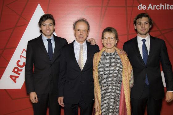 Kees Christiaanse, winnaar van de ARC17 Oeuvre Award met familie. Foto: Elvins Fotografie