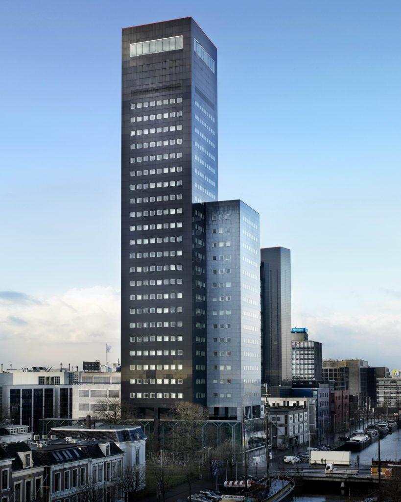 De Achmeatoren in Leeuwarden, ontworpen door Abe Bonnema