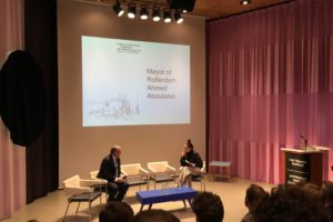 Aboutaleb ontvangt 'Letters to the Mayor' van architecten in HNI