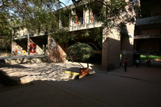 Centre for Environmental Planning and Technology (1966–2012) in Ahmedabad door Balkrishna Doshi, winnaar Pritzker Prize 2018, beeld VSF