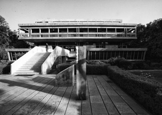 Institute of Indology (1962) in Ahmedabad door Balkrishna Doshi, winnaar Pritzker Prize 2018, beeld VSF