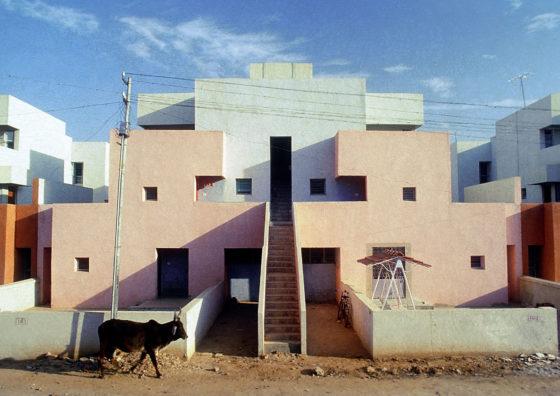 Life Insurance Corporation Housing (1973) in Ahmedabad door Balkrishna Doshi, winnaar Pritzker Prize 2018, beeld VSF